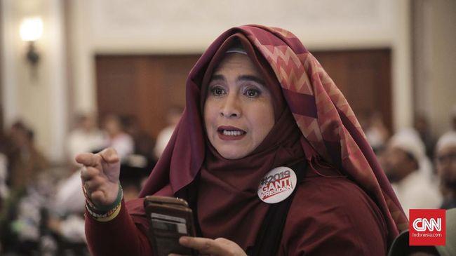 Ketua Harian Tanfidziyah PBNU Robikin Emhas merespons puisi yang dibacakan oleh Neno Warisman pada acara Munajat 212, Kamis lalu.