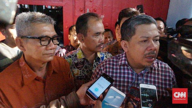 Fahri Hamzah meminta Presiden Joko Widodo menerbitkan Perppu tentang Hak Guna Usaha (HGU) untuk mengambil alih lahan yang selama ini dikuasai pengusaha.
