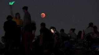 Gerhana Bulan Stroberi Hiasi Langit Akhir Pekan