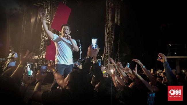 NOAH merilis lagu baru dan menggear kegiatan disiarkan secara live streaming selama delapan jam memperingati hari jadi band itu ke-8 tahun.