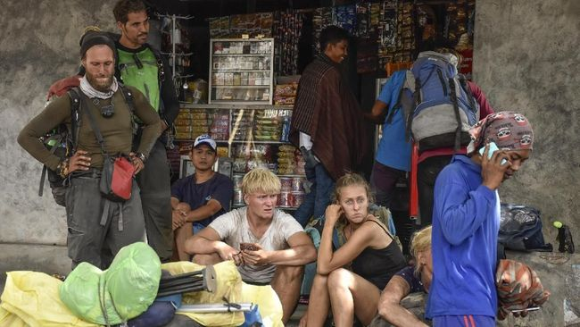 Data BNPB sampai hari ini, Selasa (31/7) mencatat 723 pendaki asing sudah turun dari Gunung Rinjani sejak terjadi gempa di Lombok, NTB, Minggu (29/7) lalu.