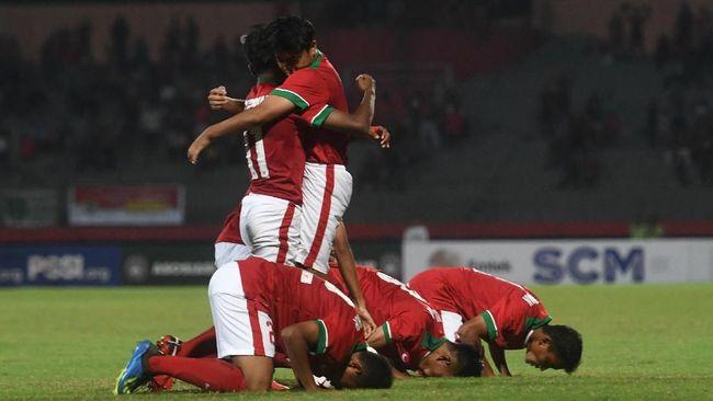 Laga semifinal Piala AFF U-16 antara Timnas Indonesia U-16 melawan Malaysia U-16 bakal disiarkan secara langsung dan live streaming, Kamis (9/8) malam ini.
