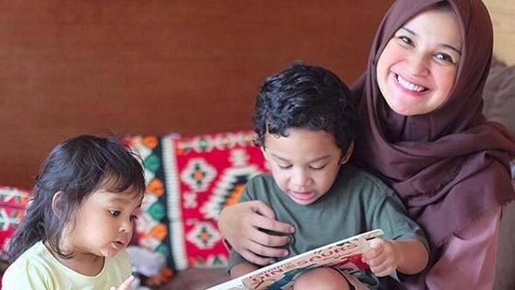 Menjadi ibu dari tiga anak membuat Shireen jadi lebih protektif. Apalagi, saat musim hujan dan bahaya wabah DBD.