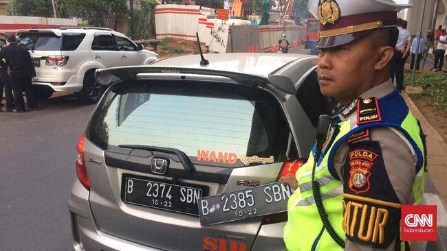Polres Jakarta Utara menangkap komplotan jaringan jual beli pelat nomor bersandi pejabat negara, seperti RFS, yang berguna untuk lolos dari tilang ganjil genap.