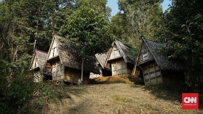 Kampung adat tidak kalah 'eksotis' jika dibandingkan dengan objek wisata alam, karena unsur kearifan lokal dan kebudayaan masih terjaga.