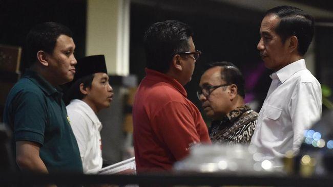 Sekjen PDIP Hasto Kristiyanto dinilai berpeluang menjadi ketua tim pemenangan Jokowi untuk Pilpres 2019 karena bukan caleg maupun menteri.