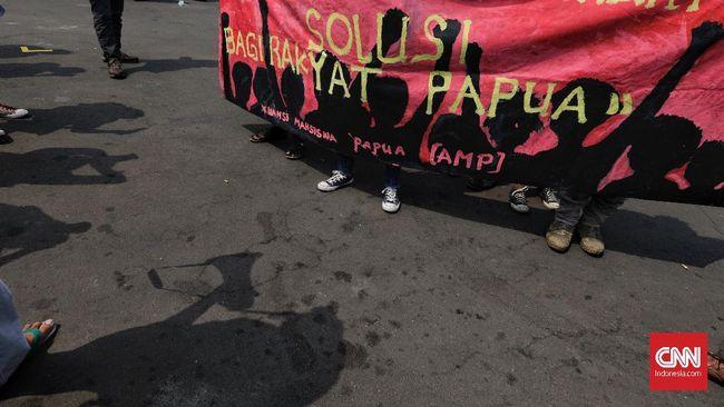 Sedikitnya 16 mahasiswa Papua terluka setelah terlibat bentrok dengan ormas pemuda di Surabaya saat memperingati hari kemerdekaan Papua Barat, Sabtu (1/12) pagi