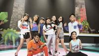 <p>Zara bersama tim penarinya yang disebut 'Zara squad' nih, Bun. (Foto: Instagram/zara_leola_official)</p>