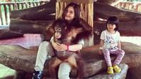 <p>Beginilah Tasya Kamila saat mengajak keponakan ke kebun binatang. (Foto: Instagram @tasyakamila)</p>