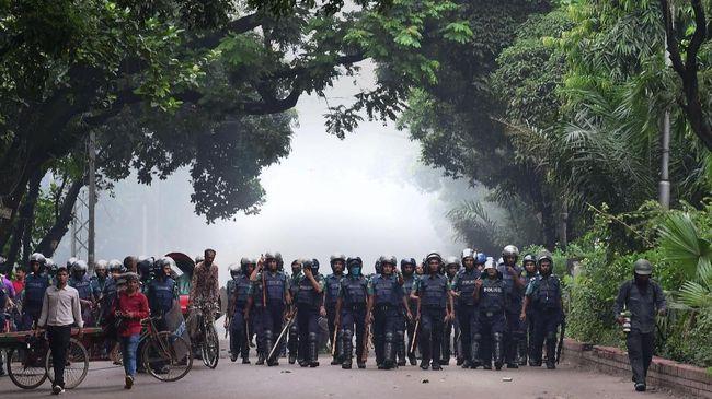 Bangladesh mengerahkan petugas keamanan perbatasan untuk membantu berjaga setelah demonstrasi anti PM India Narenda Modi memakan korban.