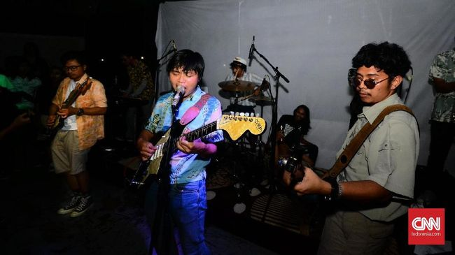 Penampilan The Panturas bak ombak yang memabukkan pengunjung konser perilisan album mereka, 'Mabuk Laut', di Jakarta, Sabtu (4/8) malam.