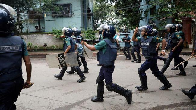 Empat orang tewas dan belasan orang lainnya luka-luka saat bentrokan di Bangladesh. Bentrok warga itu dipicu dugaan kecurangan di pemilihan umum.