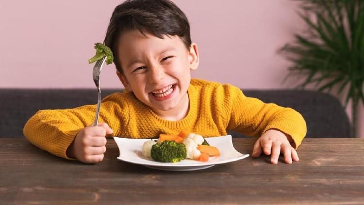 Supaya anak suka makan sayur, ada 4 cara yang bisa Bunda dan Ayah terapkan. Apa aja? Yuk simak.