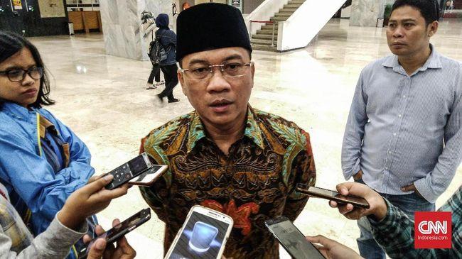 Ketua PAN Yandri Susanto meminta pemerintah tidak anti kritik atau kuping tipis dengan menuding pihak-pihak yang mengkritik rupiah adalah pengkhianat.