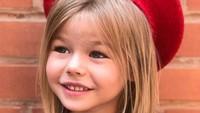 Alina yang berusia 5 tahun udah sering jadi model pakaian anak-anak dengan berbagai merk lho. (Foto: Instagram/yanavashakidze via alina___yakupova)