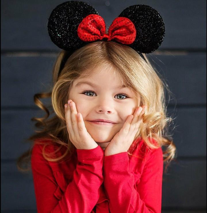 Yuk kenalan dengan Alina, Bun. Gadis cilik asal Rusia berwajah mungil dan mirip boneka.