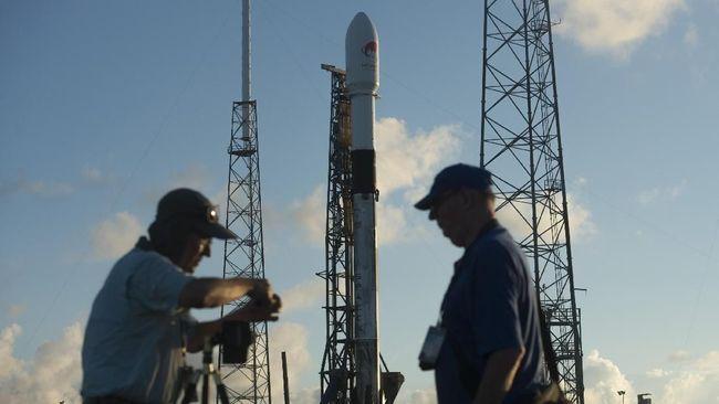 Saksikan 'Live' Peluncuran Satelit Merah Putih Oleh SpaceX