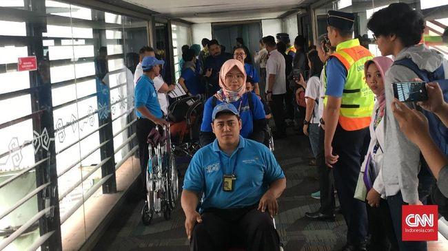 Simulasi kedatangan dan keberangkatan atlet disabilitas memberi gambaran kesibukan kegiatan di Bandara Soekarno-Hatta menjelang Asian Para Games 2018.
