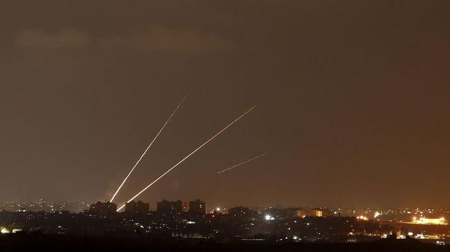 Meski Hamas dan Israel sedang melakukan gencatan senjata, tetapi serangan roket dari Jalur Gaza, Palestina tetap terjadi.