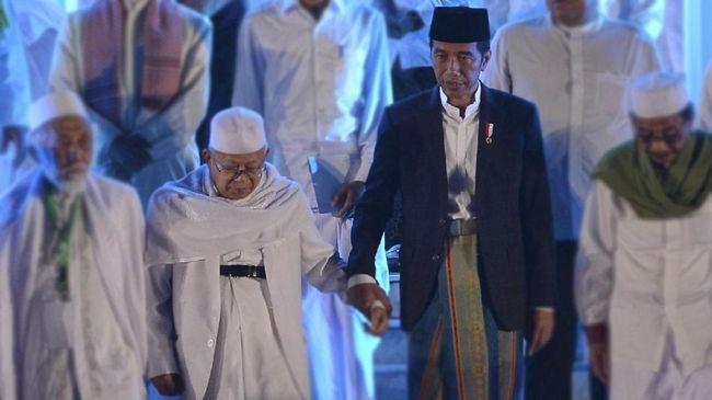 Ma'ruf Amin dan Jokowi sama-sama mengenakan sarng saat menghadiri Musyawarah Alim Ulama NU di Banjar. Turut hadir di acara itu Susi Pudjiastuti dan Ketua PBNU.