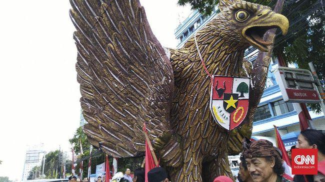 Kesbangpol Jabar menyebut Paguyuban Tunggal Rahayu yang membuat lambang Garuda Pancasila hadap depan diputuskan untuk dibubarkan oleh forum tingkat kecamatan.