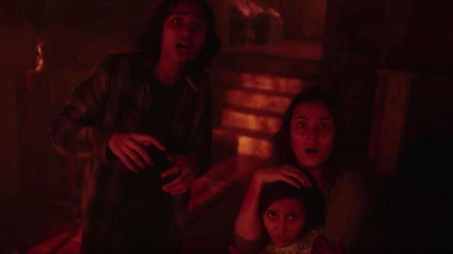 Ritual pembangkitan iblis terekam dalam trailer terbaru film Sebelum Iblis Menjemput Ayat 2 yang akan dirilis pada 27 Februari mendatang.