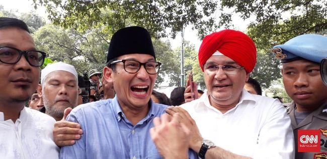 Sandiaga Uno sekonyong-konyong disematkan santri Post-Islamisme. Sejarahnya, Sandi justru dekat dengan kelompok Islamis saat bertarung di Pilkada Jakarta 2017.