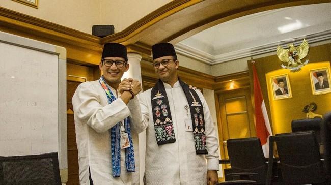 Anies-Sandi Reuni, Dampingi Jokowi Tinjau Vaksinasi di DKI
