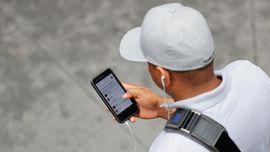 Pengamat Tuntut Kepastian Waktu Pembatasan Media Sosial