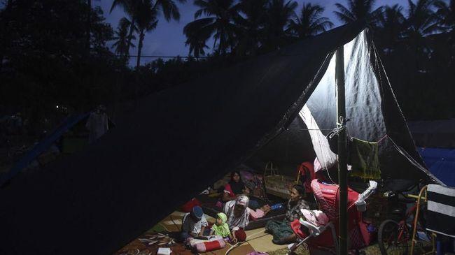 Korban gempa Lombok mengeluhkan bantuan yang tertimbun di Pemerintah Desa dan penyaluran yang tidak merata.