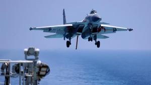 Kapal Induk AS Latihan di LCS, China Kerahkan Puluhan Jet