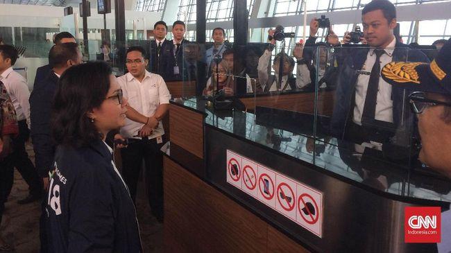 Menteri Keuangan Sri Mulyani memastikan kesiapan layanan bea dan cukai, serta pengembalian pajak (VAT refund)  di Bandara Soekarno Hatta menjelang Asian Games.