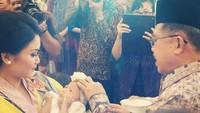 <p>JK berharap kelak cucu perempuannya bisa jadi anak yang saleha dan bermanfaat bagi nusa dan bangsa. (Foto: Instagram/ @jusufkalla) </p>