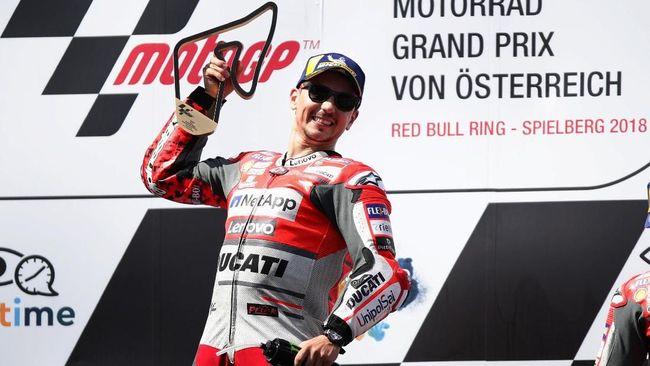 Manajer tim Ducati Davide Tardozzi menyayangkan Jorge Lorenzo telat beradaptasi dan gagal memberi kontribusi positif di balapan MotoGP.