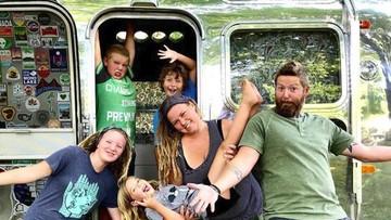 Cerita Keluarga dengan 4 Anak yang Hidup Nomaden di Caravan