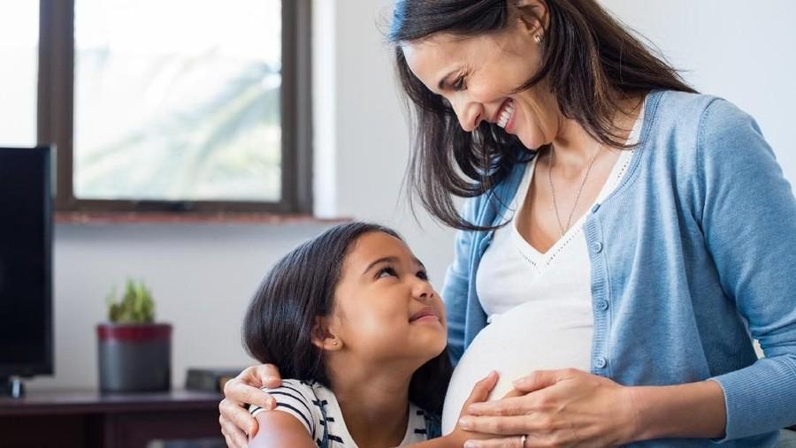 Di RS Ini, Anak-anak Dilarang Ikut Saat Ibunya Di-USG