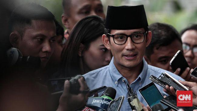 Sandiaga Uno mempertanyakan keberhasilan pemerintahan Joko Widodo yang akan disosialisasikan oleh TNI/Polri. Kata Sandi, apakah kinerja Jokowi sudah maksimal?