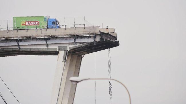 Para ahli konstruksi menyebut jembatan jalan tol Genoa tersebut bermasalah sejak awal, sebelum runtuh diguyur hujan lebat pada Selasa (14/8).