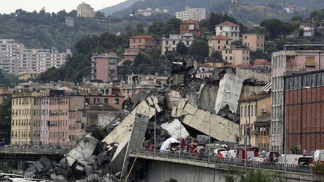 Pemerintah Italia mengatakan operator jembatan tol Genoa yang roboh harus bertanggung jawab dengan membayar denda, memberi kompensasi hingga dicabut konsesinya.