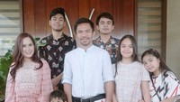 <p>Manny Pacquiao memiliki 3 anak lelaki yaitu Emmanuel, Michael, Israel dan dua anak perempuan yang diberi nama Mary dan Queen. (Foto: Instagram/jinkeepacquiao) </p>
