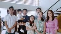 <p>Mantan petinju yang kini menjadi senator di Filipina, menikah dengan Jinkee sejak tahun 2000 dan memiliki lima anak. (Foto: Instagram/jinkeepacquiao) </p>