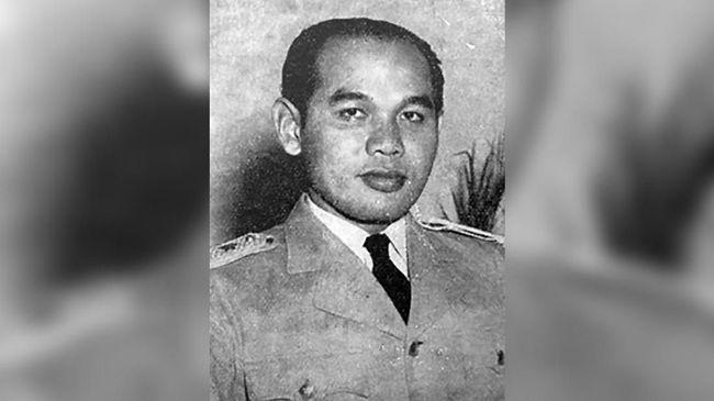 Meski sempat berkonflik dengan Presiden Sukarno dalam hal pembubaran parlemen, TB Simatupang tetap dipandang berjasa besar dalam menata militer.