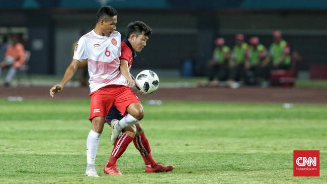 Gelandang Timnas Indonesia Evan Dimas Darmono menanggapi pujian pelatih timnas Mauritius Francisco Filho jelang laga di Stadion Wibawa Mukti, Selasa (11/9).