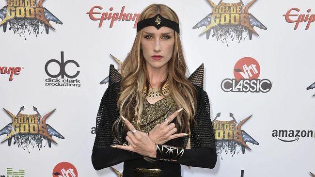 Menurut pernyataan resmi pada Kamis (16/8), Jill Janus vokalis band heavy metal Huntress meninggal bunuh diri, dalam usia 43 tahun.