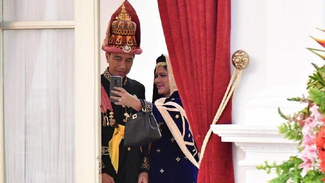 Presiden Jokowi dan Ibu Negara Iriana membuka festival keraton dan menyedot perhatian masyarakat di Festival Keraton dan Masyarakat Adat ASEAN.