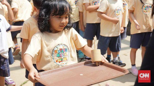 Sejumlah upaya telah dilakukan untuk mengenalkan kembali anak-anak dengan permainan tradisional, baik oleh pemerintah maupun swasta.