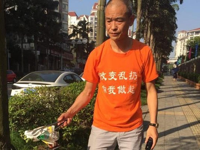 Salut, Ada Miliuner Isi Waktu Luang dengan Pungut Sampah di Jalanan