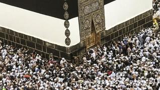 Calon Haji Sembunyikan Puluhan Kotak Rokok di Baju Ihram