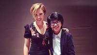 <p>Joey sudah banyak bertemu orang-orang penting di luar negeri, salah satunya Scarlett Johanson. Selain itu masih banyak artis serta seniman jazz lainnya yang ia temui. (Foto: Instagram/joeyalexandermusic)</p>