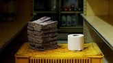 Mata uang Venezuela semakin tak berharga. Pemerintah Venezuela berencana menghapus lima nol dari mata uangnya (redenominasi) untuk menahan hiperinflasi.